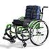 Wózek wyposażony w opcje dodatkowe: •Poduszkę oparcia VICAIR® ANATOMIC BACK uniwersalny systemem, który umożliwia optymalne pozycjonowanie i bardzo skuteczną redystrybucję ciśnienia. Daje olbrzymie możliwości indywidualnego dopasowywania do indywidualnych wymagań użytkownika. Dopasowywania można dokonywać w trakcie siedzenia w wózku i opierania się na poduszce. Doskonale nadaje się do używania przy występującej (ekstremalnej) Skoliozie. Poduszka wyposażona w pokrowiec AirFlow, ułatwiający cyrkulacje powietrza. •Poduszkę siedziska VICAIR® Active. To Doskonała boczna i przednia stabilizacja. Doskonała dla użytkowników , którzy często się przesiadają. Lepsze odciążenie kości kulszowych i ochrona przeciwodleżynowa.